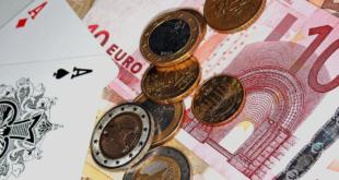 Casino und Geld 310x165 - Online Casinos – wohin geht die Reise?