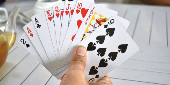Poker 660x330 - Warum verlagern immer mehr Casinos das eigene Angebot ins Internet?